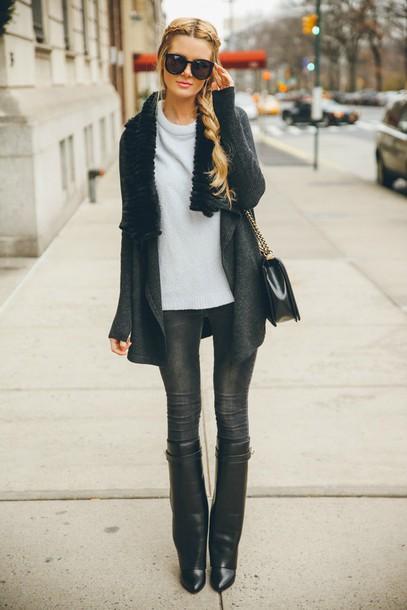 barefoot blonde blogger sweater jeans sunglasses black boots grey coat shoes bag