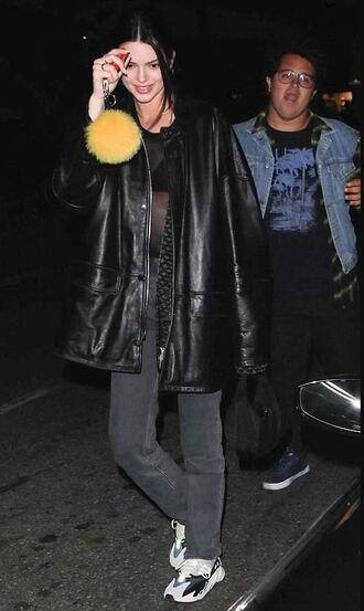 jeans kendall jenner kardashians jacket streetstyle sneakers model off-duty