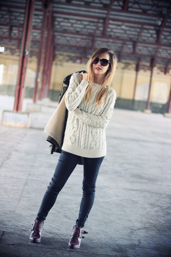 fashion quite coat sweater pants jewels sunglasses shoes