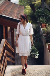 dress,white dress,sandals,open toes,sunglasses,bag,head scarf