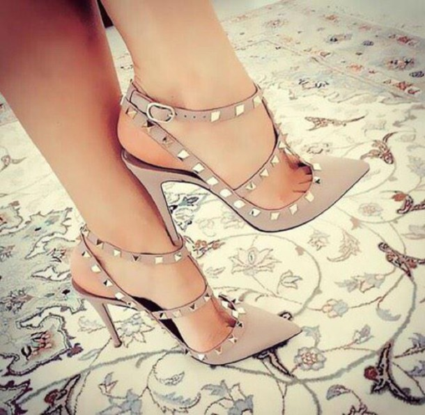 pointed toe studded shoes studs nude shoes nude high heels party shoes sexy shoes pointed toe pumps valentino rockstud
