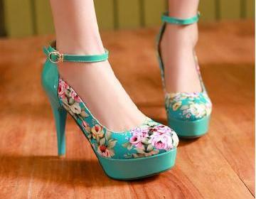 Lovely flower print high heels, cut..