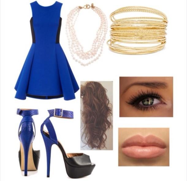 dress blue and black heels natural makeup wavy hair blue and