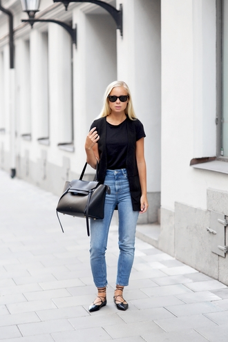victoria tornegren blogger jeans vest strappy flats black leather bag pointed flats