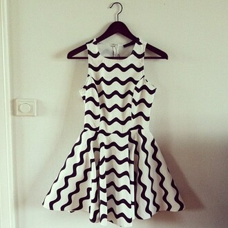 dress black white zig zag white and b black and white dress summer dress skater dress sleeveless cute fashion style chevron dresses white dress tumblr clothes chevron