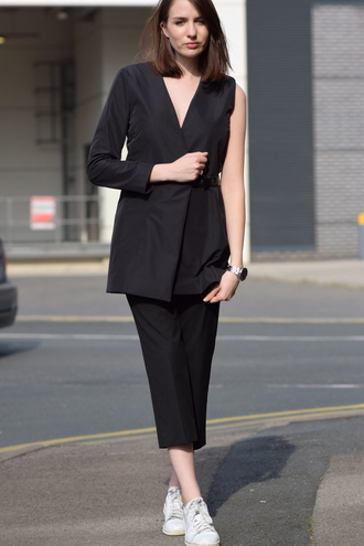 shot from the street blogger black blazer cos tailoring