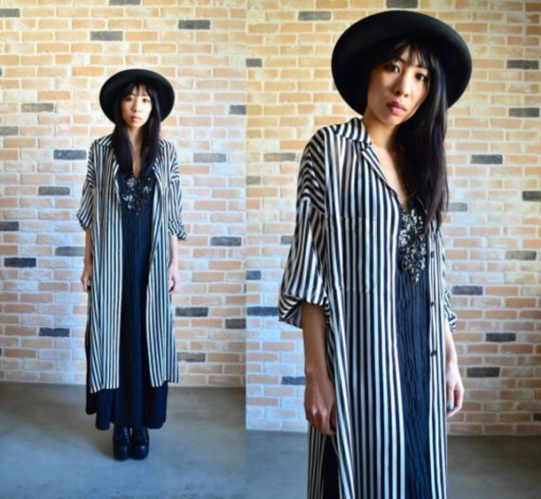 cardigan vintage black and white stripes