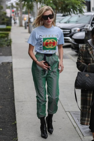pants top hailey baldwin model off-duty streetstyle sunglasses spring outfits t-shirt
