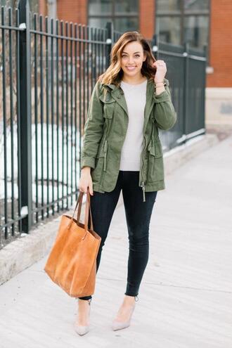 sharingmysole blogger shirt jacket army green jacket tote bag pumps skinny pants spring outfits