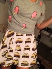 car,cars,taxi dress,taxi,yellow,yellow cars,grey,grey shirt,ice cream,t-shirt,blouse