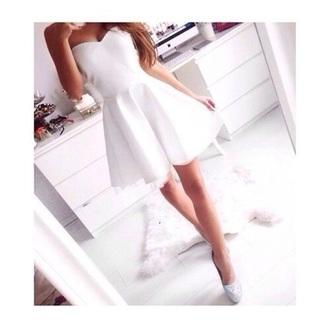 dress white strapless skirt flow pretty style chic summer white dress little white dress