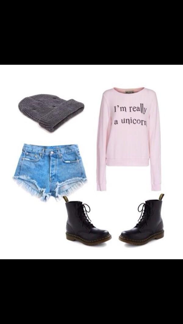 boots beanie t-shirt beanie