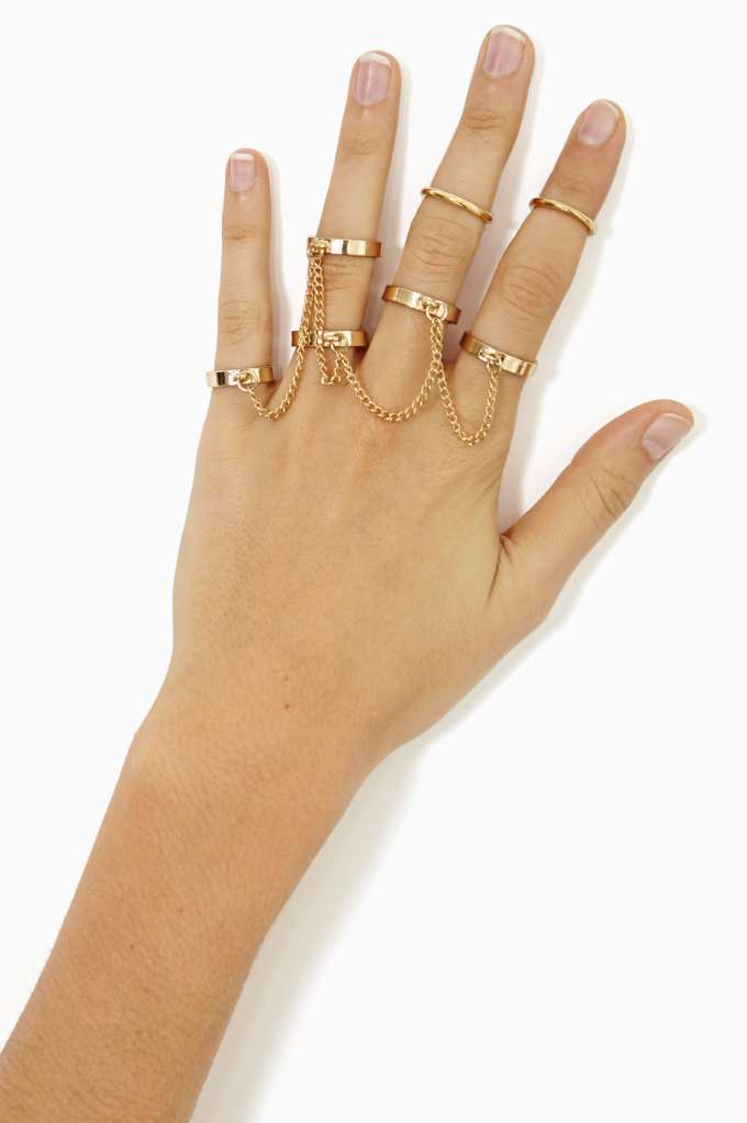 Chambers Chain Ring at Nasty Gal