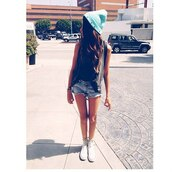shorts,hat,beanie,studds,beany,denim,jeans,black top,shoes,hipster,cute,hot,sweater