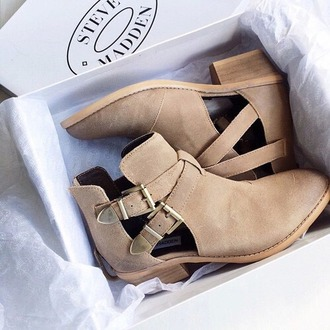 shoes brown high heels adorable shoes booties boots steve madden cute beige beige shoes love cut out shoes buckle boots steve madden boots cut-out ankle boots ankle boots nude boots brown boots cute boots