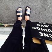 shoes,black,flat sandals,sandals,clothes,pants,shoes black grunge flat,bag,skinny pants,jeans,purse,tote bag,beach shoes