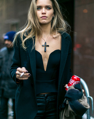 top nyfw 2017 fashion week 2017 fashion week streetstyle black top black crop top crop tops v neck plunge v neck necklace jewels jewelry coat black coat pants black pants