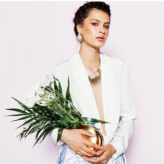 bag gold clutch clutch metallic clutch flowers shirt white shirt necklace statement necklace statement earrings earrings sarah's bag