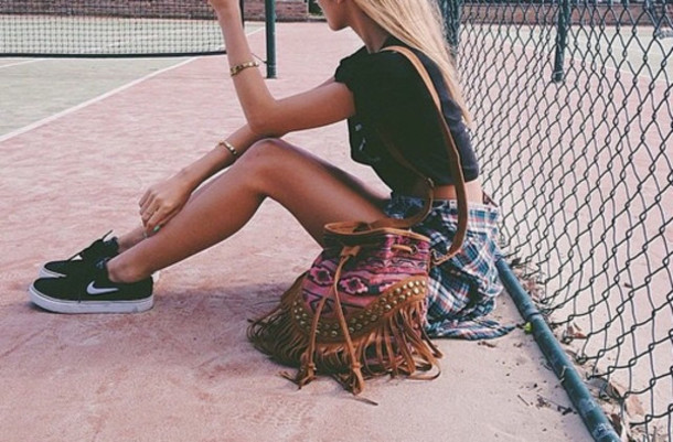 shoes nike sneakers bag fringes fringed bag aztec aztec bag aztec fashion nike nike air black and white cool girl hair shorts summer outfit style