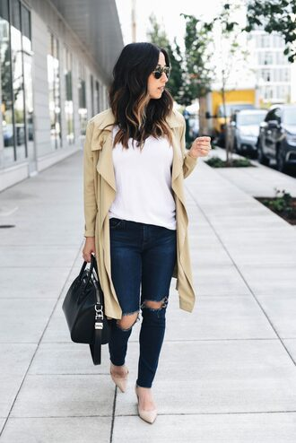 t-shirt pumps jeans trench coat skinny jeans distressed denim hold-all blogger blogger style
