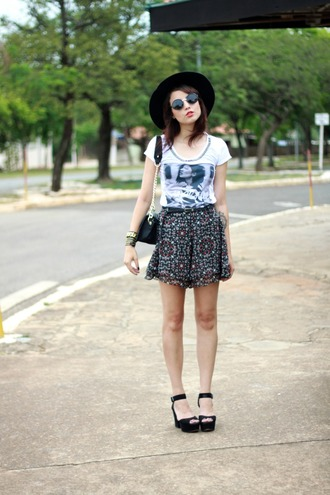 my name is glenn blogger t-shirt shorts sunglasses jewels platform sandals photography spring outfits white t-shirt mini bag hat