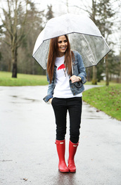 dress corilynn,blogger,umbrella,white t-shirt,denim jacket,black pants,wellies,t-shirt,pants,jacket,jewels,shoes