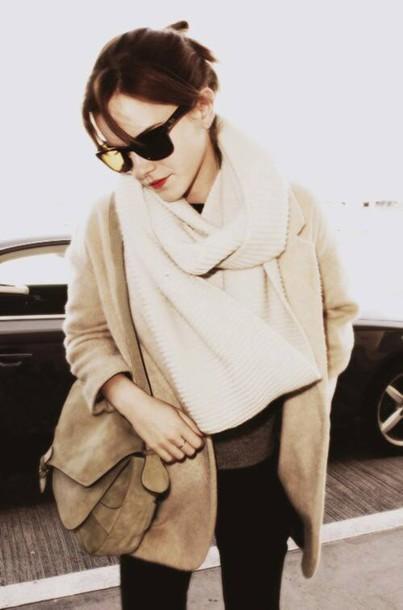 emma watson coat jacket brown cardigan cream scarf leather bag black light brown blazer oversized scarf