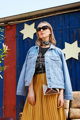 queen of jet lags blogger denim jacket mini bag chain bag pleated skirt midi skirt ustard bandana spring outfits graphic tee black sunglasses outfit idea