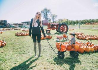 barefoot blonde blogger bag sweater jeans shoes sunglasses make-up