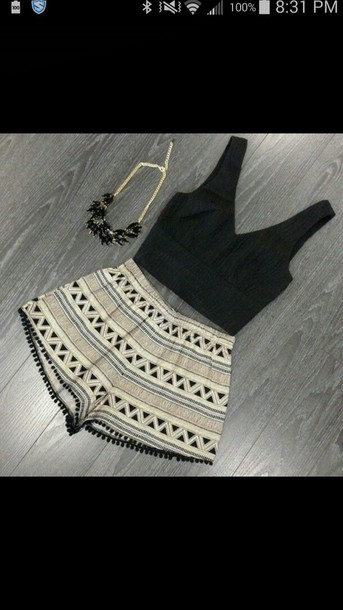 shorts top necklace
