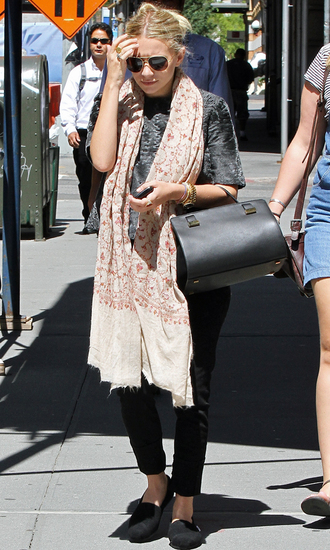 ashley olsen pants olsen sisters scarf flats