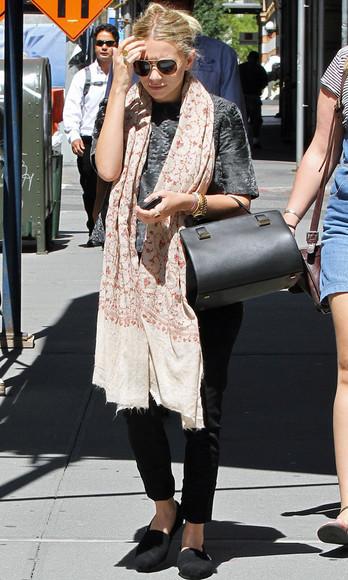 ashley olsen olsen sisters pants scarf flats
