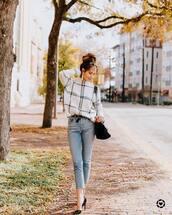 sweater,black heels,pointed toe pumps,jeans,black belt,black bag