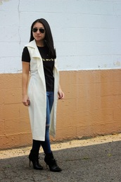 looks by lau,blogger,t-shirt,jeans,quote on it,cardigan,shoes