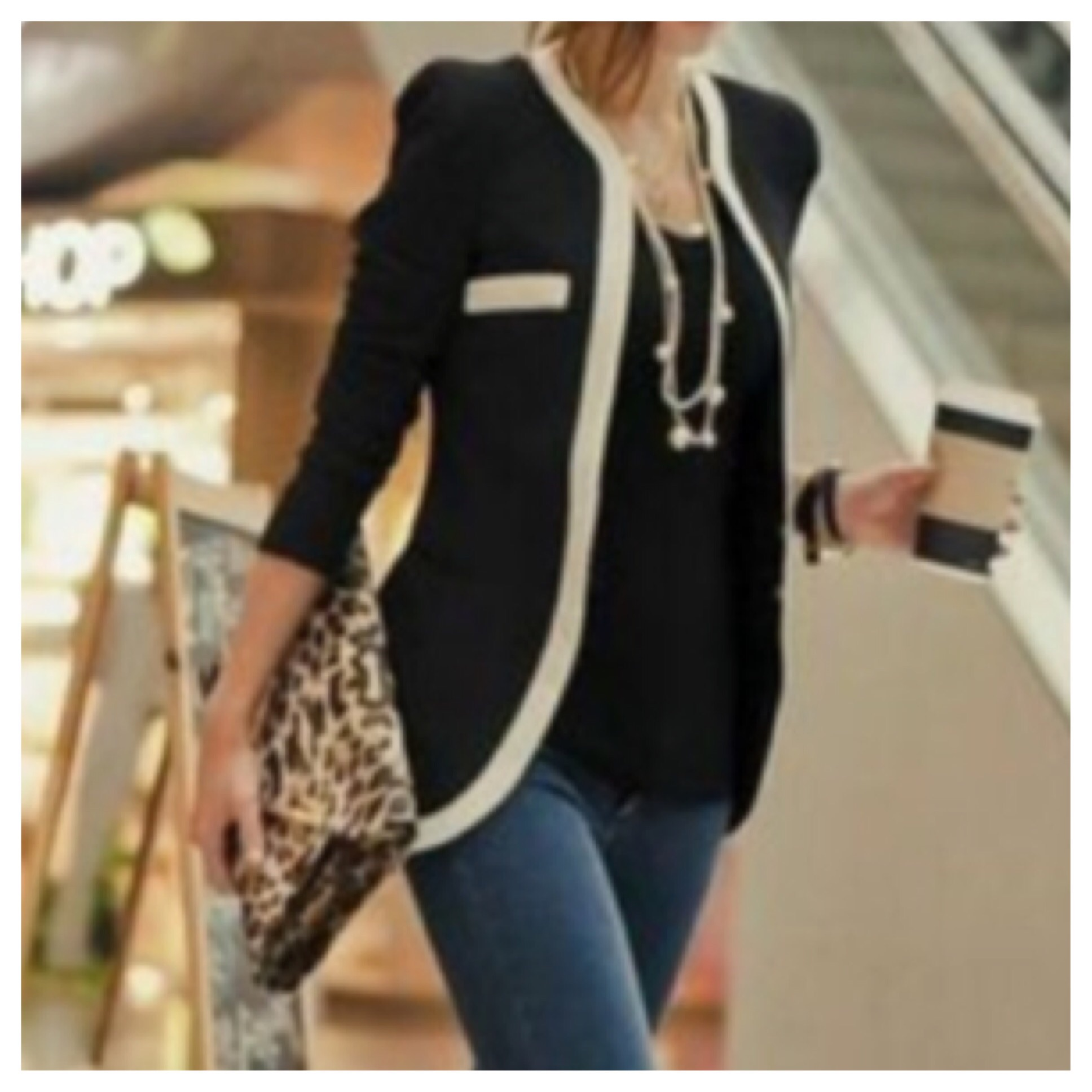 Neck contrast trim blazer in white