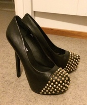 shoes,black,studs,heels,high heels,gold,fashion,steve madden