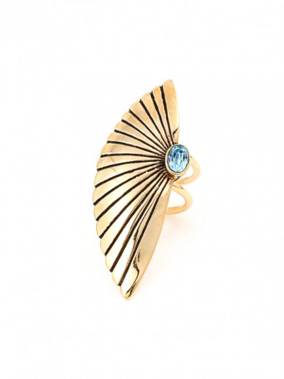 The Centarus Ring   Très Jewellery