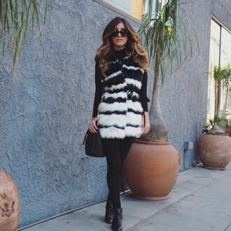 le fashion monster blogger faux fur vest printed fur vest leggings black leggings sunglasses top black top boots black boots
