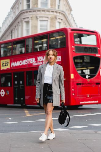 jacket tumblr blazer grey blazer t-shirt white t-shirt skirt mini skirt black skirt vinyl vinyl skirt sneakers bag