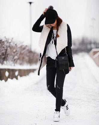 stylista blogger pom pom beanie shearling jacket adidas shoes winter jacket winter outfits hat
