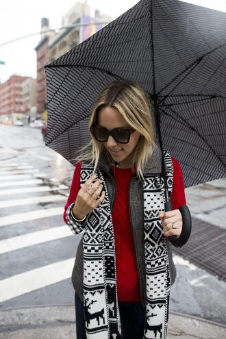 scarf knitted scarf sweater red sweater cable knit red cable knit sweater sunglasses blonde hair umbrella tumblr