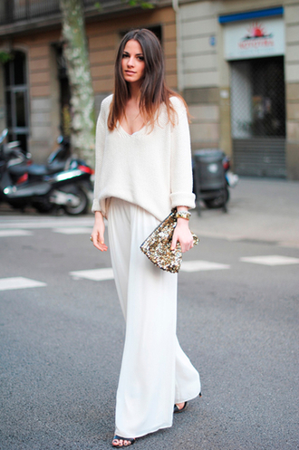 pants white blouse white pleated pants black sandals blogger