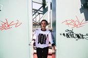 sweater,sweatshirt,black,street,streetstyle,white,streetwear