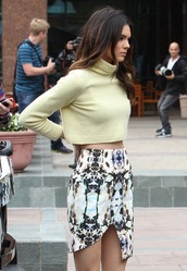 skirt,pattern,mirror,colorful,fashion police,kendall jenner,multicolor,asymmetric skirt,sweater,kardashians,top,jumper,yellow,yellow top,turtle neck sweater,turtleneck,crop tops,printed skirt,cropped sweater,knitted sweater