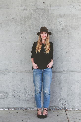 girl and closet blogger hat top jeans