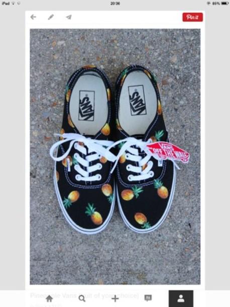 shoes vans pinneapple pretty cute where did u get that pineapple shoes pineapple shorts pom pomss vans t-shirt