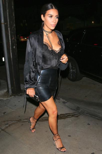 645cf67bff9 le fashion image blogger tank top skirt shoes kim kardashian lace top black  top kimono black