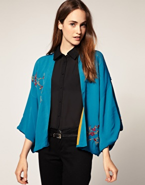 Veste kimono ã fleurs brodã©es chez asos