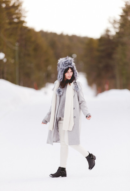 wish wish wish blogger fur scarf grey coat white jeans jewels coat sweater jeans shoes scarf hat winter outfits