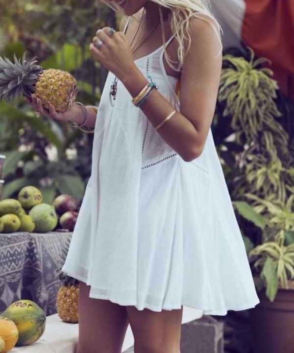 dress white white dress summer flowy eyelet eyelit clothes summer dress spaghetti strap new style new dress tender style fashion teen short dress white short dress boho pineapple fruits blonde hair simple dress bracelets ring lace robe blanche white billabong dress mini dress festival coachella hippie casual dress ffreepeople slip pretty floaty white dress whitedress with thick silver belt